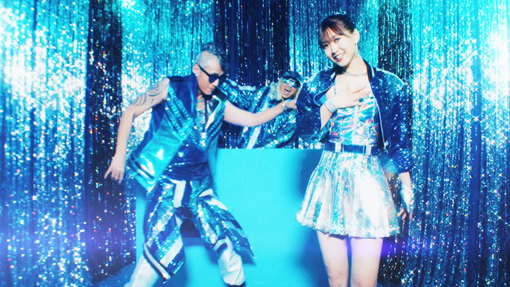 芹澤優 with DJ KOO&MOTSU/EVERYBODY! EVERYBODY!MVより