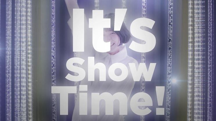 新曲「It's Show Time!」MVより