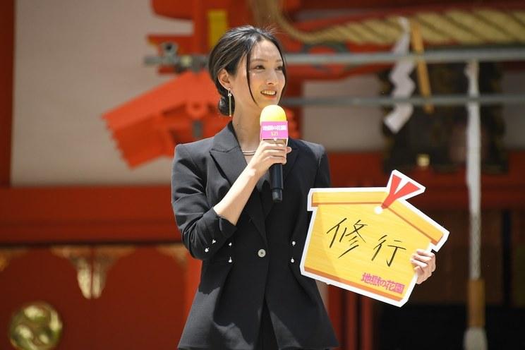 菜々緒<映画『地獄の花園』大ヒット祈願イベント>東京・花園神社(2021年5月4日)