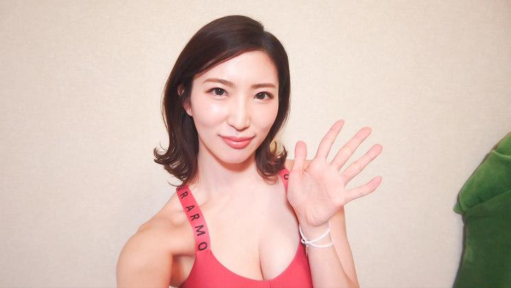 松嶋えいみ『【自撮り美女】家トレはじめました!』より