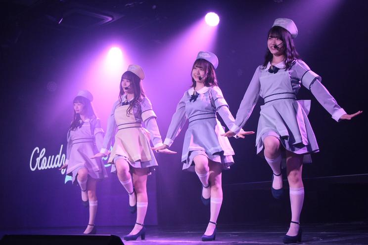 『6thシングル「Awesome」カップリング中井りかユニット発表特番』より(©Flora)