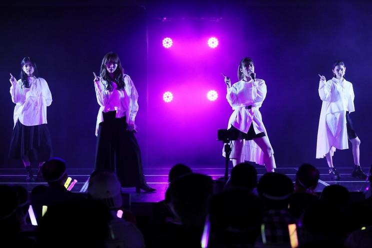左から、栗本優音、野島樺乃、モラレスきあら、山崎カノン((©2021 Zest, inc.))