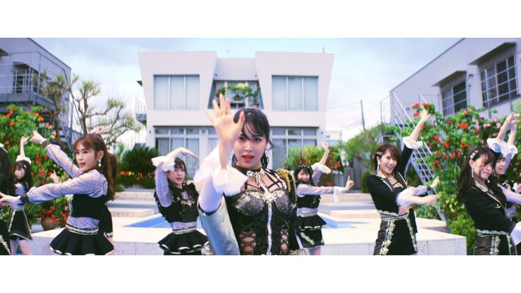 「シダレヤナギ」MVより(©laugh out loud records/よしもとミュージック)