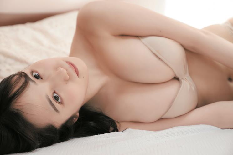 花巻杏奈(撮影:カノウリョウマ ©集英社・週刊ヤングジャンプ)
