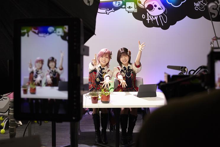 『17LIVE』新TV-CM「17LIVE「イチナナイチオシ!話題のあの人」」篇より