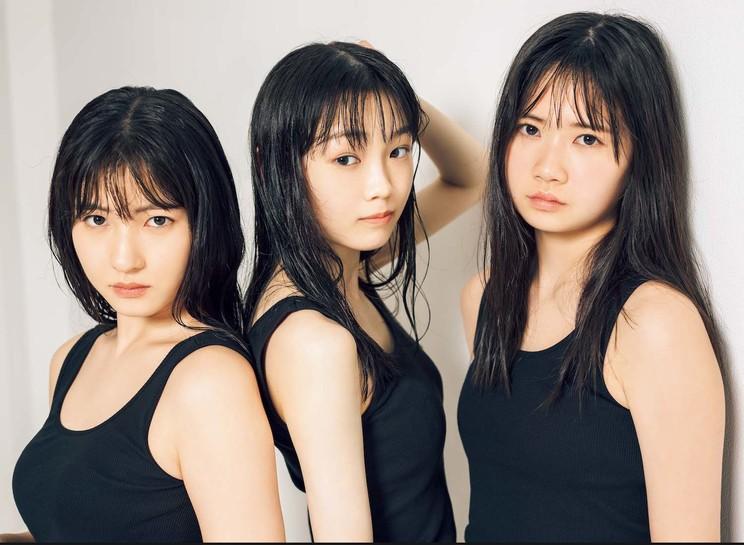 誌面掲載カット(左から)北川莉央・山﨑愛生・岡村ほまれ