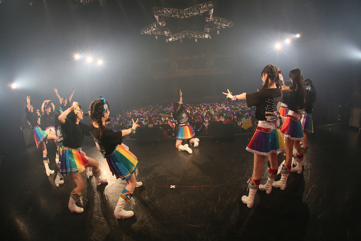 ライブで 「IQUIで盛り上がり隊」就任を発表する虹のコンキスタドール(2021年7月10日/川崎・CLUB CITTA')