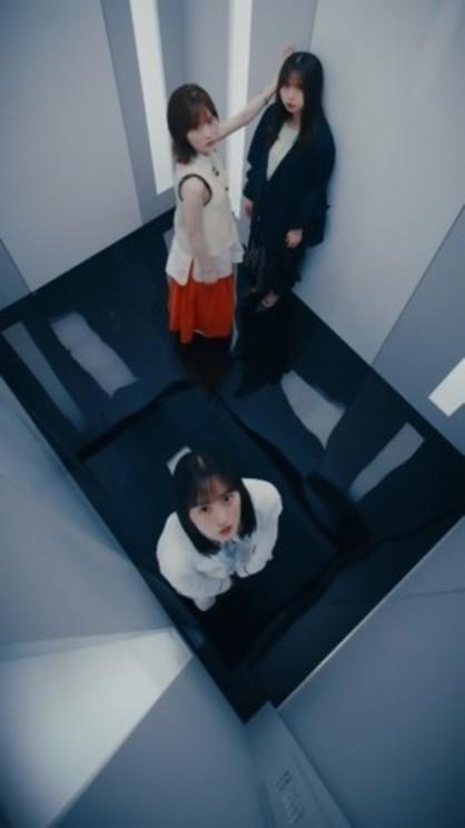 27thシングル「ごめんねFingers crossed」縦型MVより