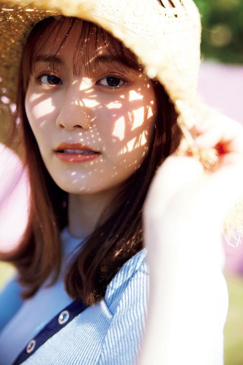 西潟茉莉奈1st写真集より(撮影:吉田崇)