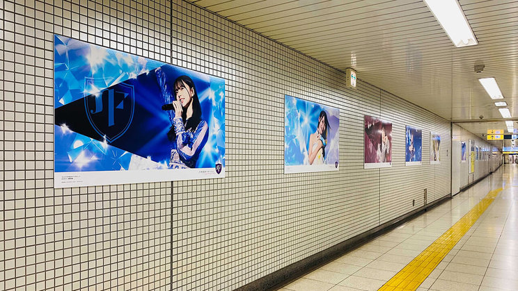 乃木坂駅より(©乃木坂46LLC/Y&N Brothers Inc.©gumi)
