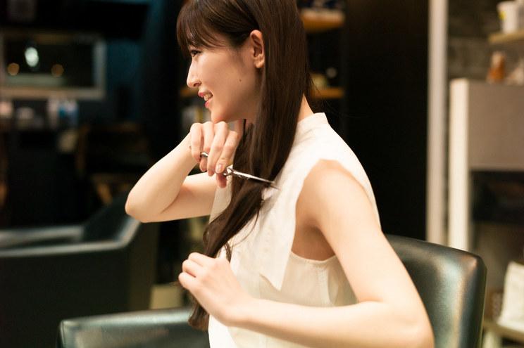 前島亜美写真集『白群』より(©細居幸次郎/小学館)