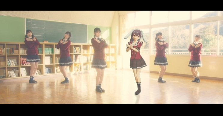 「七色の風」MVより