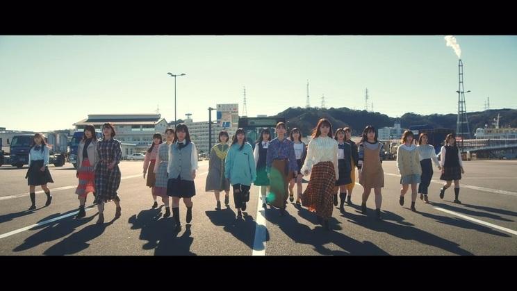 日向坂46「ときめき草」MVより