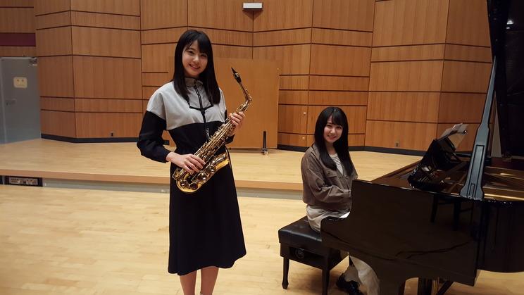 STU48の瀧野由美子(サックス)、兵頭葵(ピアノ)『クラシック大好きアイドル全員集合!』より