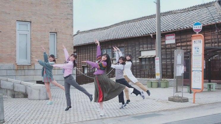 乃木坂46「平行線」MVより