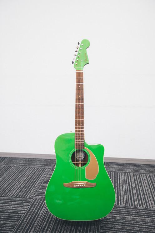 塩見きら所有のFender California Playerのエレクトリックアコースティックギター