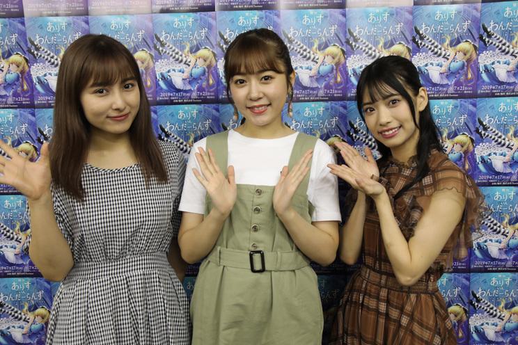 左から、與儀ケイラ、多田愛佳、岡本尚子