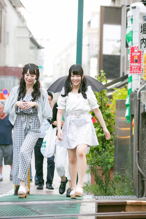 宇佐美幸乃(Luce Twinkle Wink☆)とPop'n'Roll副編集長 茉井良菜
