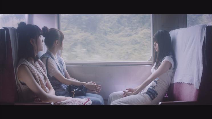 乃木坂46「路面電車の街」MVより