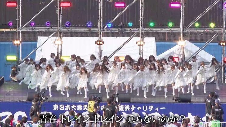 「青春トレイン」パフォーマンス映像より(神宮外苑花火大会/2019年8月10日)