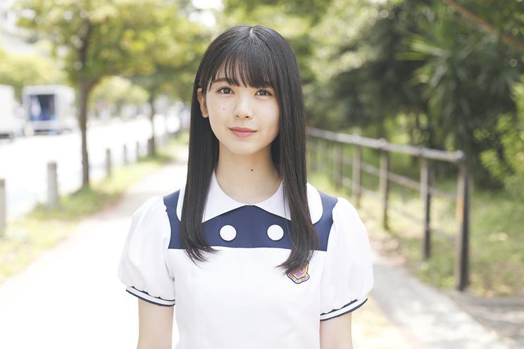 特設サイト「筒井あやめ 制服コレクション」より