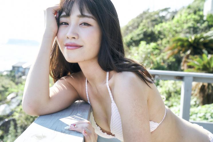 茉井良菜『週刊SPA!』(10月8日号)より