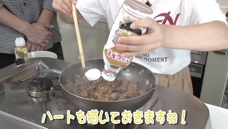 エイベックス・マネジメント学園動画「食欲の秋!特別編」より