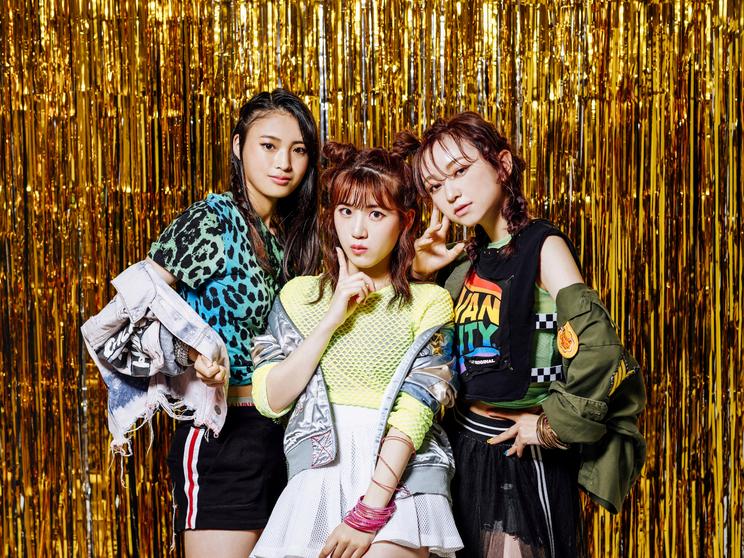 卒業☆星メンバー(写真左から、 阿部サラ、 高橋菜々美、 山本栞里)