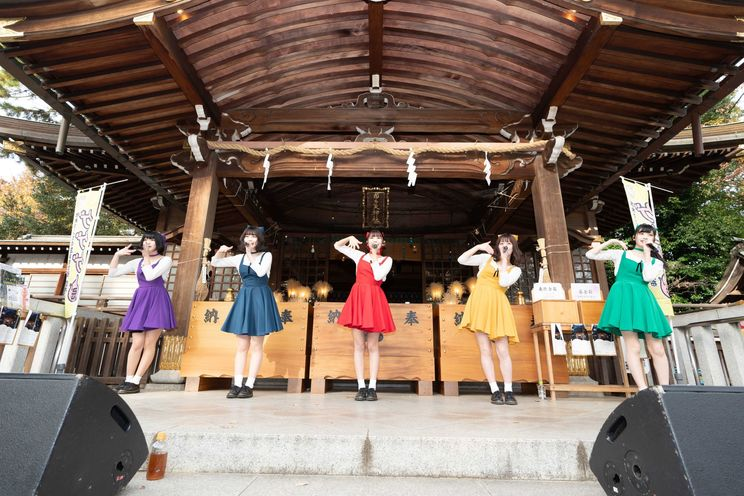 まねきケチャ<まねきケチャ神社で特別ステージ>|12月1日(日)布多天神社(東京・調布市)