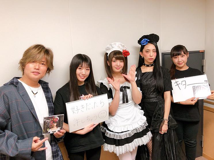 左から:森久保祥太郎、小鳩ミク、Kotono、SAIKI、Hina