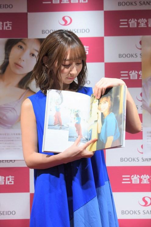 飯田里穂 20th Anniversary PHOTOBOOK『永遠と一瞬』(東京ニュース通信社刊)発売記念イベント