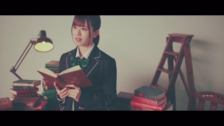 日向坂46「ナゼー」MVより