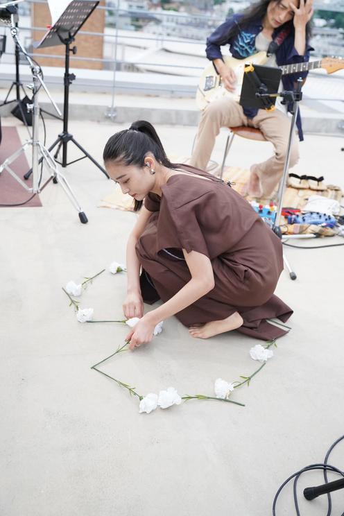 和田彩花『2020.06.21. 私たちには空があるだけだって、確かめてみよう』