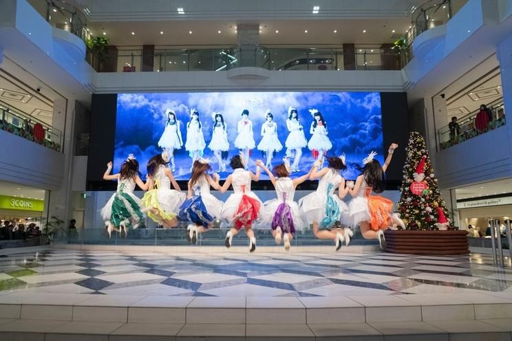 写真左から、 金子有希、 高橋麻里、 山田麻莉奈、 田中有紀、 富田美憂、 山根綺、 元吉有希子