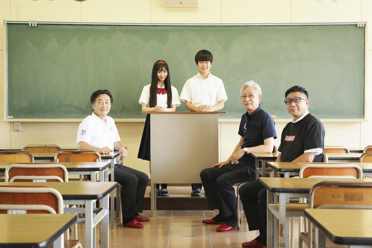 左から知立市長、末永桜花、鈴木福、刈谷市長、高浜市長
