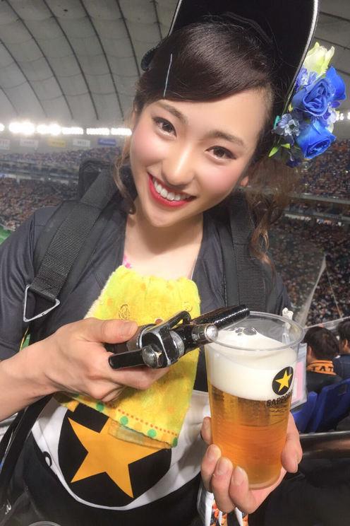 内田ゆめ(埼玉県/21歳/大学生、ビール売り子)