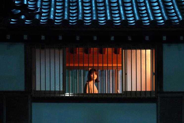 場面写真 ©2021 「樹海村」製作委員会