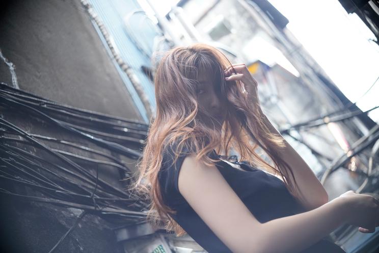 アンジェラ芽衣 (c)『B.L.T.12月号』(東京ニュース通信社刊)撮影:佐藤佑一