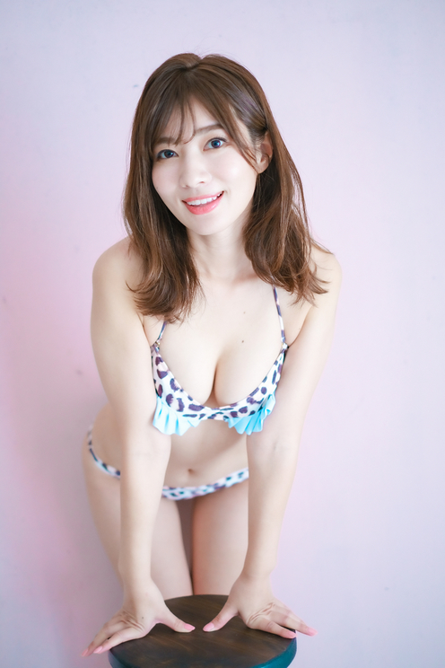 恵比寿マスカッツ・石岡真衣 デジタル写真集『青春の忘れ物』より