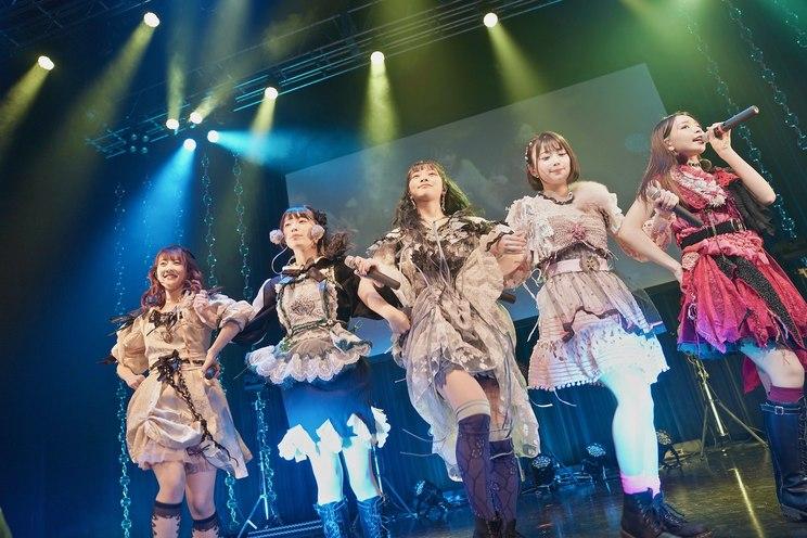 撮影:佐藤広理 神宿<KAMIYADO Zepp Tour 2020-2021 Bloom of Life>(12月19日/福岡・Zepp Fukuoka)より