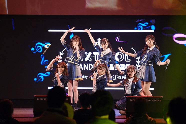 AKB48 Team 8(坂口渚沙、横山結衣、清水麻璃亜、吉川七瀬、鈴木優香、行天優莉奈)