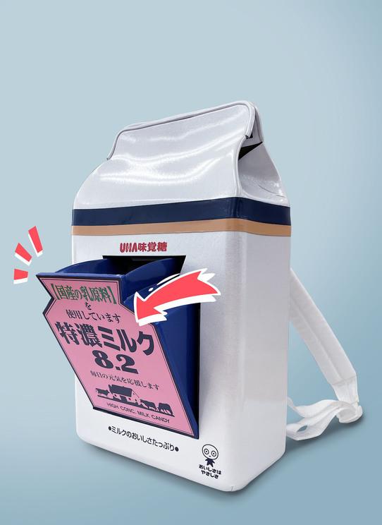 『特濃ミリュック』ポイント2:ロゴが開いたら可愛い!の思いつきでつけたミルクポケット