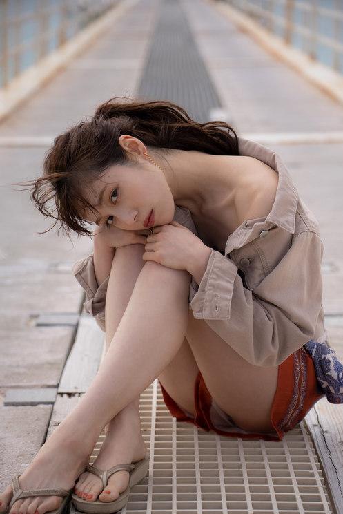 中村ゆりか 1st写真集『Over the moon』収録カット(©SDP)