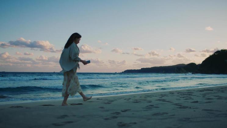 WEB CM「新しい生き方に、のりかえよう。砂浜」篇