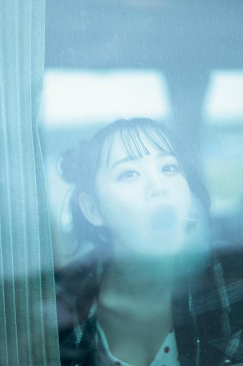 横山結衣 1st写真集『未熟な光』より((C)藤本和典/玄光社)