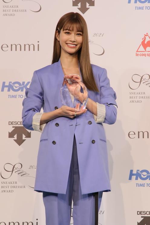 生見愛瑠<SNEAKER BEST DRESSER AWARD(スニーカーベストドレッサー賞)2021 授賞式・記者発表会>(2021年2月22日)