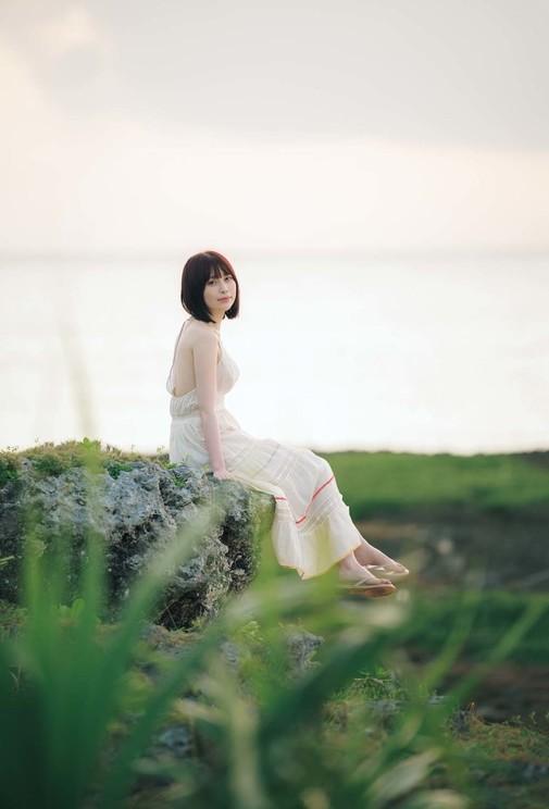 1st写真集『凛と』より