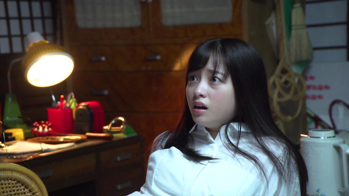 橋本環奈、振り返ったら人形が……!? 『放置少女』新TVCMメイキング映像公開