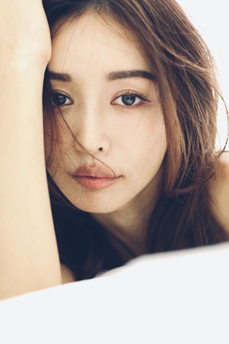 加治ひとみ、美ボディの秘訣が詰まった『フォトブック・写真集』発売決定!