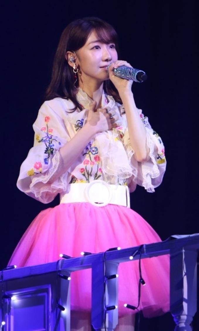 AKB48 柏木由紀、初の生配信ソロライブ開催決定! バンド&アコースティック形式の2部制に